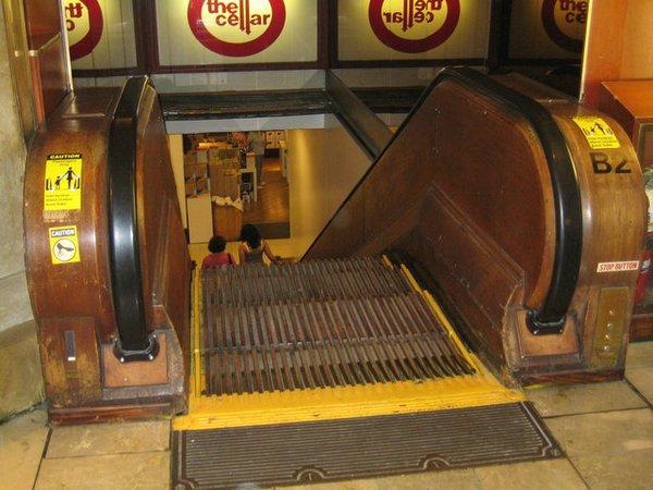 Escaleras mecánicas más antiguas del mundo de Macy's, Nueva York