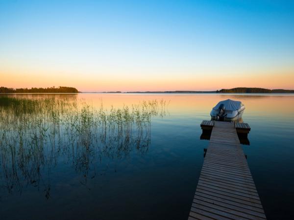 Lago en Finlandia en verano