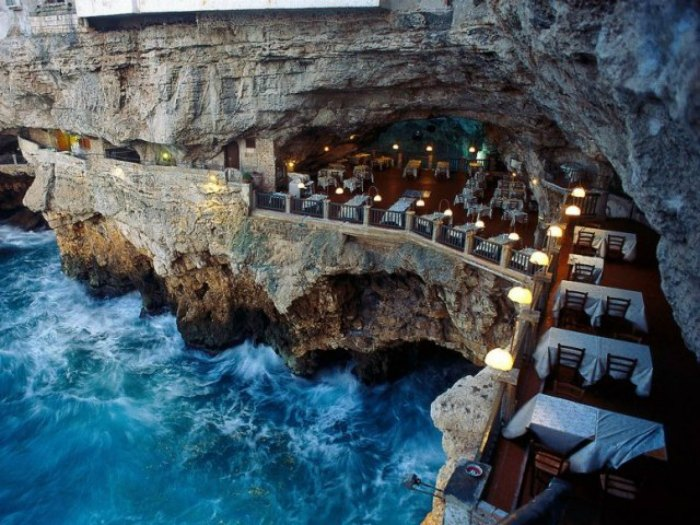 Grotta Palazzese, Apulia, Italia
