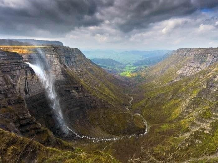 Cascada del Nervión y el valle de Delika, País Vasco