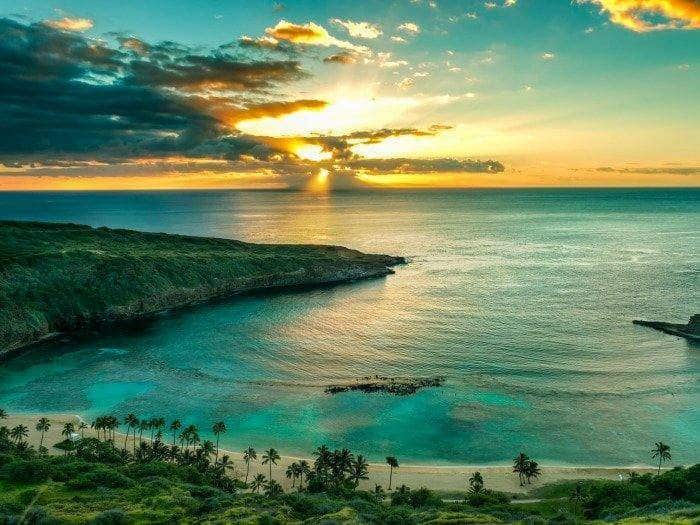 Sunrise over Hanauma Bay on Oahu, Hawaii, serie-tv