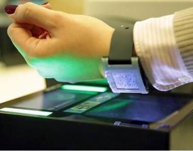 telefono-inteligente-tarjeta-de-embarque-avion