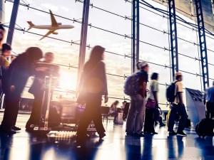 Cómo evitar las colas de los aeropuertos y viajar más comodamente