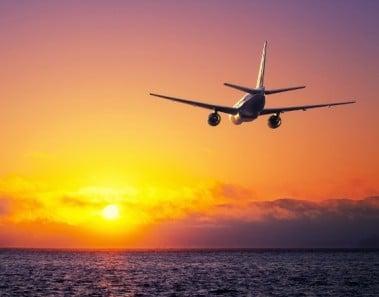 avion-puesta-de-sol