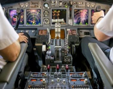 pilotos-mandos-avion