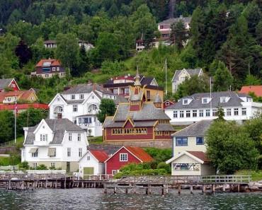 Bergen y Balestrand, petróleo y bosques llenos de hongos de todos los colores