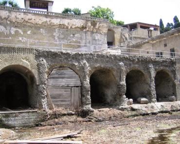 Herculano (Herculaneum): una ciudad entre las cenizas y las rocas de un volcán