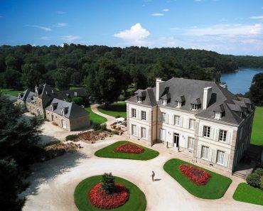 Chateau de Locguénolé, Francia