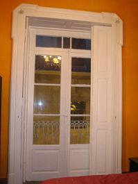 Recuperar una puerta de madera for Pintar marcos de puertas